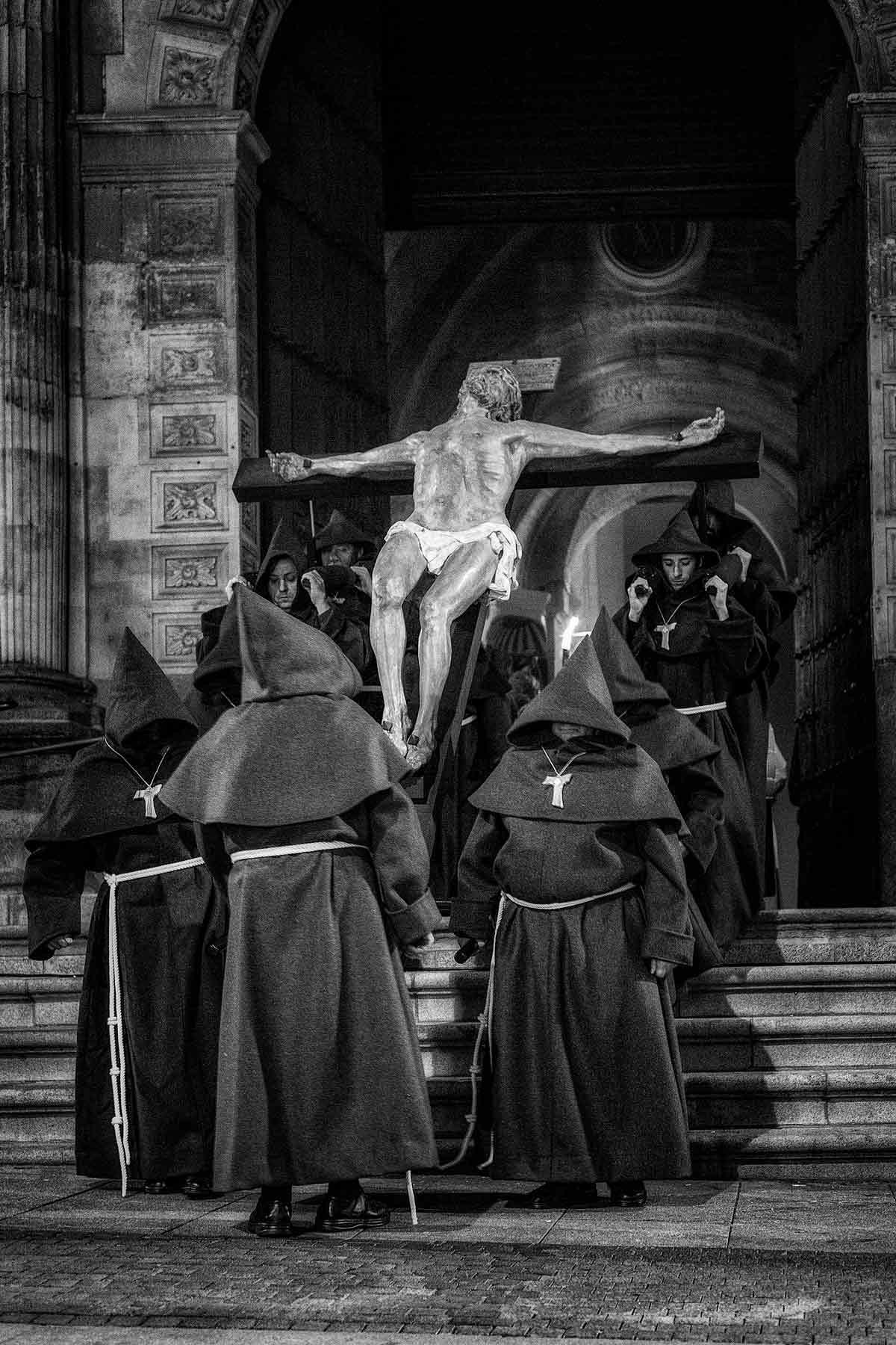 Cristo Hermandad Franciscana saliendo de la catedral