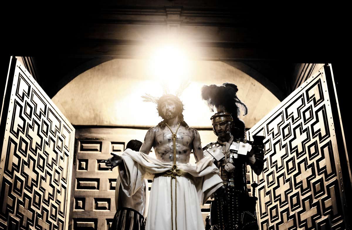 Jesús Despojado saliendo de la iglesia