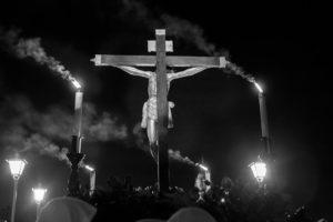Cristo de Amor y Paz en la cruz