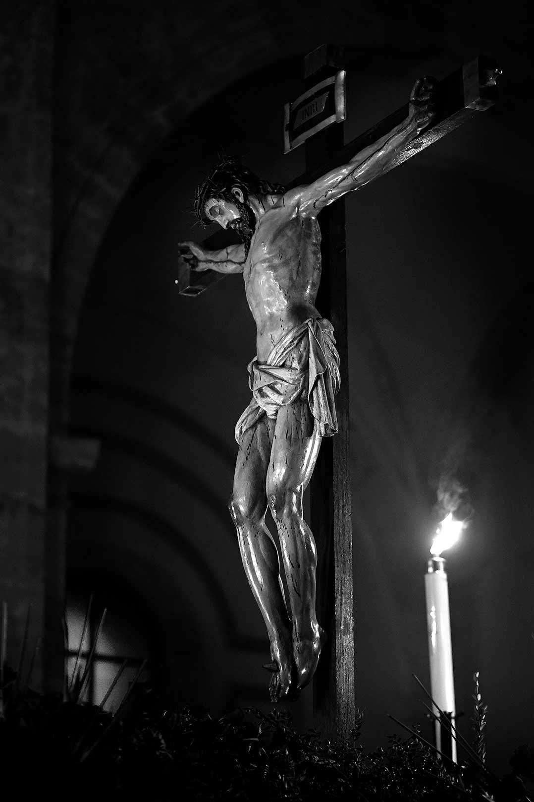 Cristo en la Cruz de la Hermandad Amor y Paz
