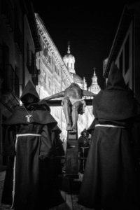 Detalle Cristo Hermandad Franciscana con catedral de fondo