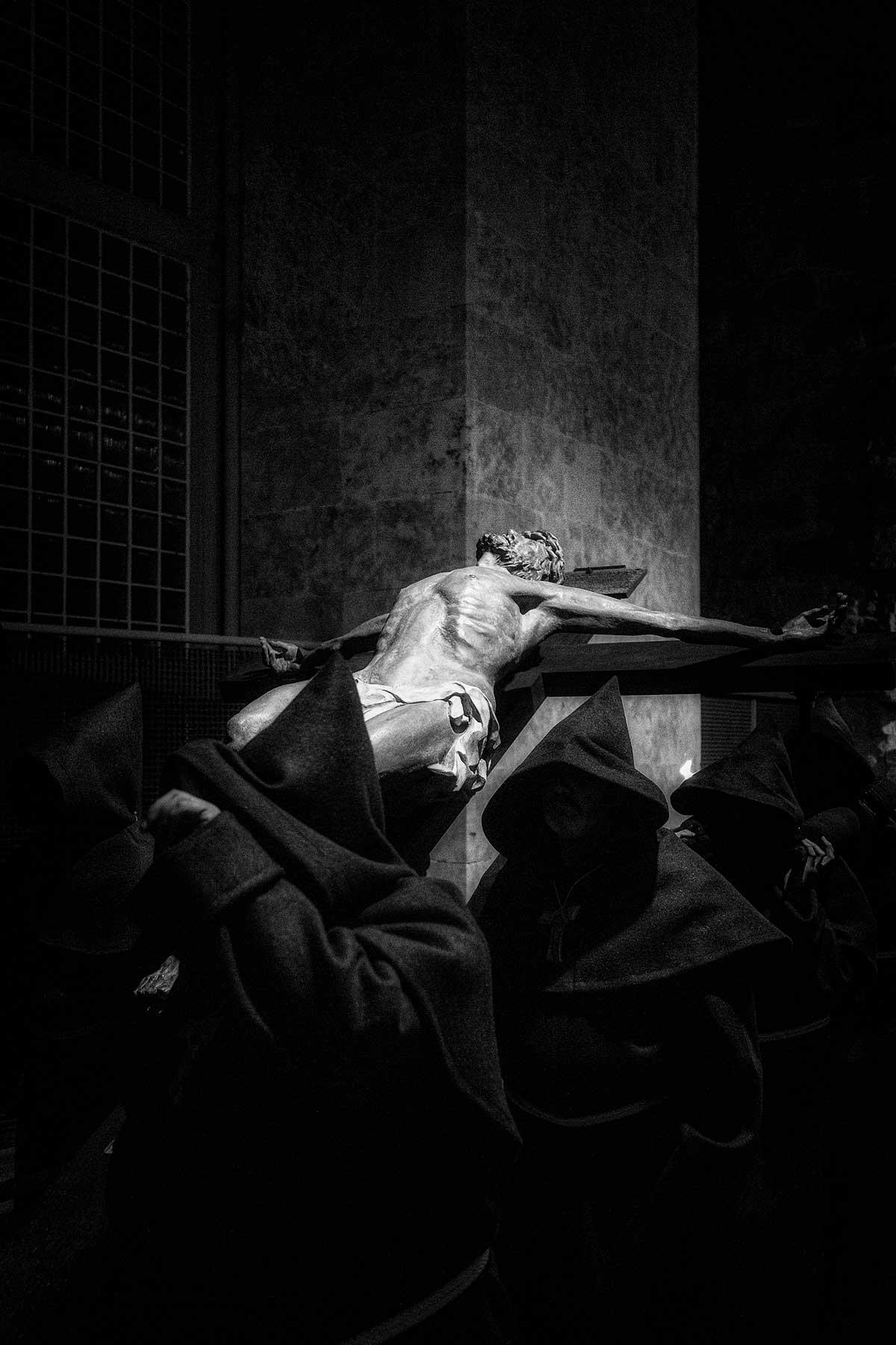 Detalle del Cristo de la Hermandad Franciscana con luz