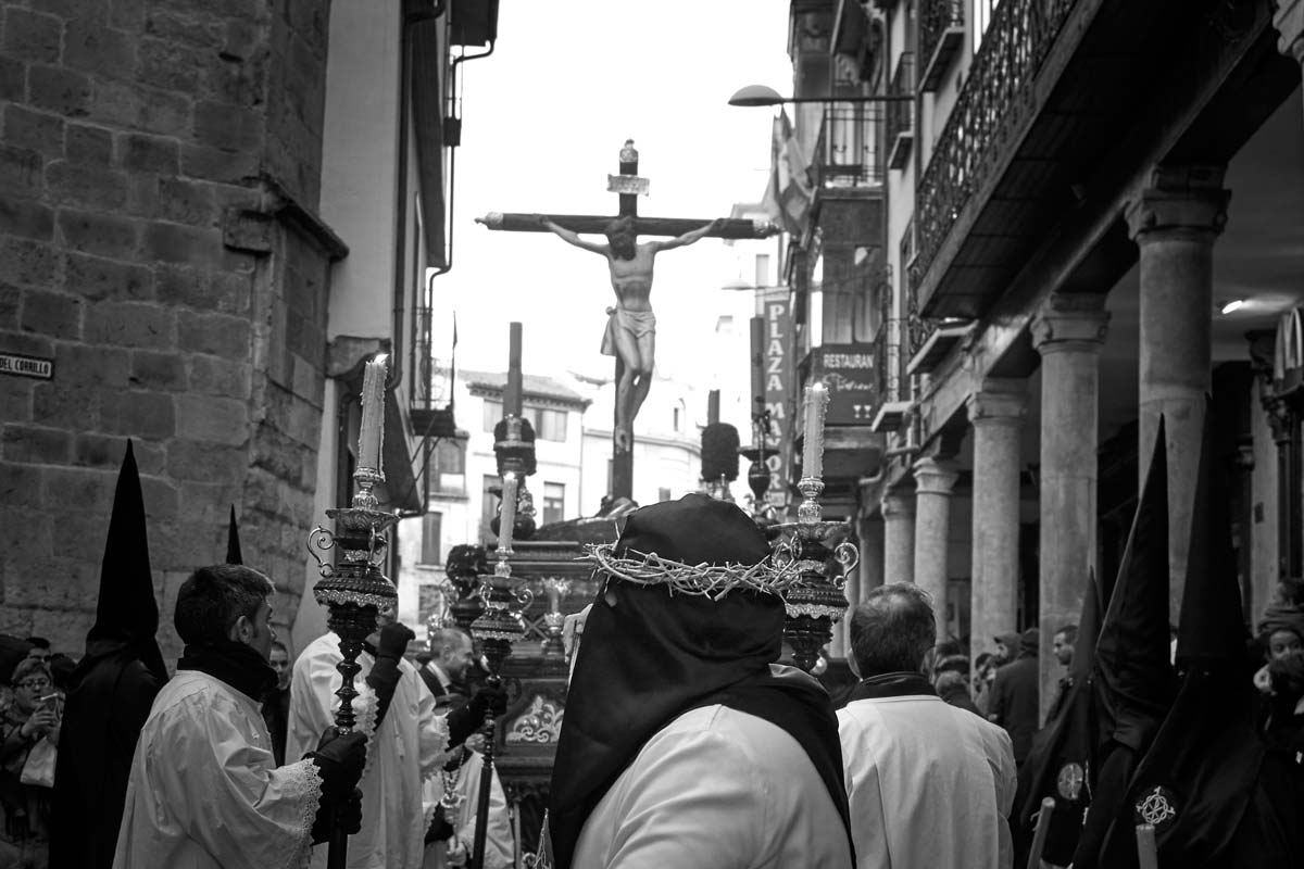 Fiel con corona de espinas hermandad dominicana