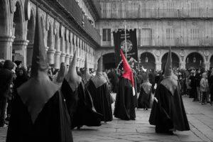 Fieles de la Dominicana en Semana Santa en Plaza Mayor