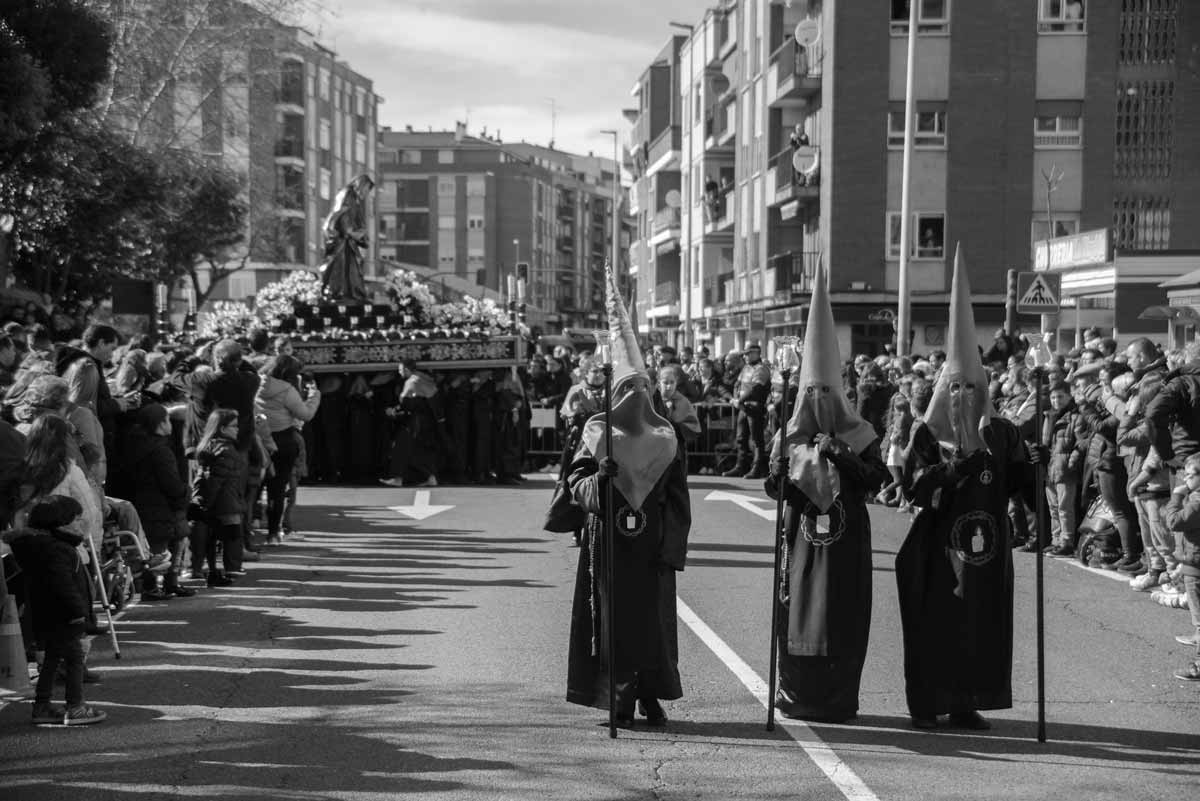 silencio-feligreses-procesion