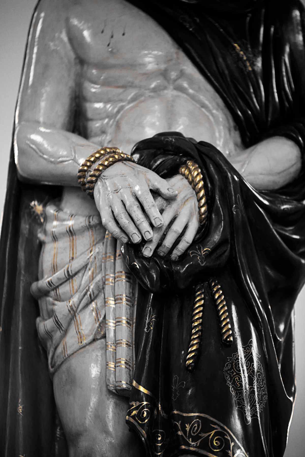 via-crucis-cristo-manos